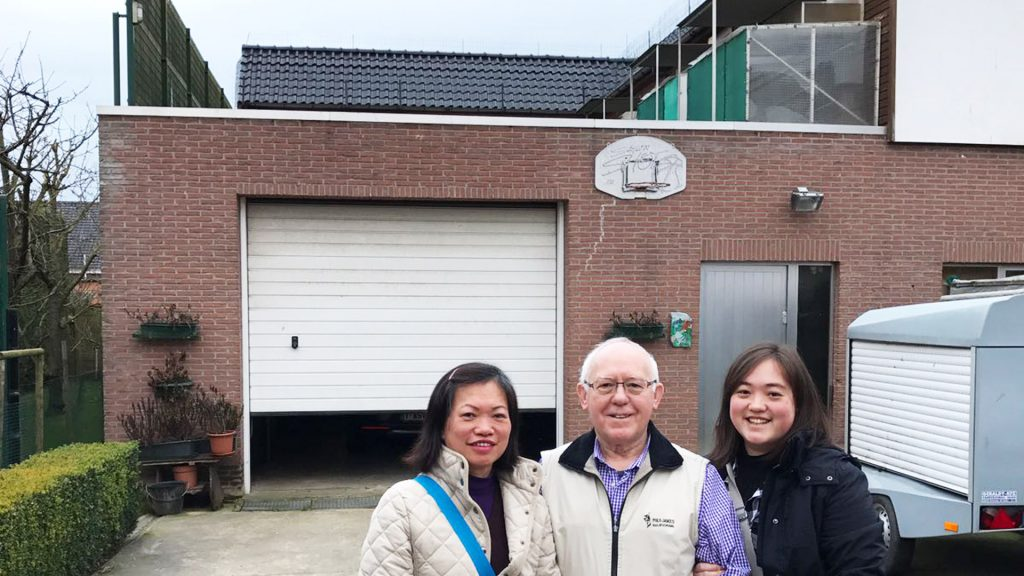 "Blue Heaven Loft: 2nd Generation"" / Links en rechts : de melkers / Midden : The Lost Son (Adviser)"